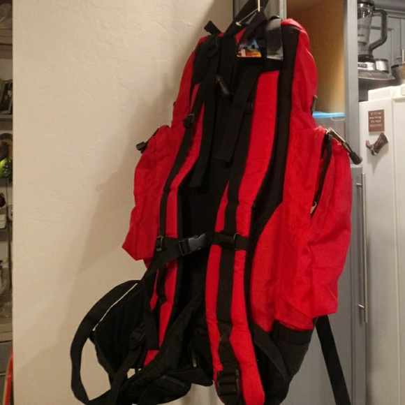 Marlboro Other - NWT Marlboro Hiking Backpack!!!!!!